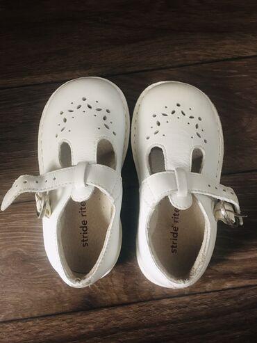 Продаю новые, кожаные сандалии, фирменные, цвет белый, возраст на 1-3