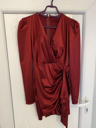 Bordo haljina, divno stoji! jednom nosena, placena je 4000