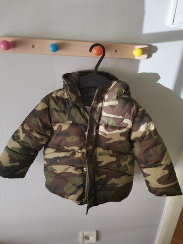Zimska,debela i topla jakna.Ocuvana potpuno. Za uzrast od 18 do 24
