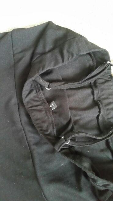 Ženska odeća | Pirot: Crna haljinica velicina S na bratelice