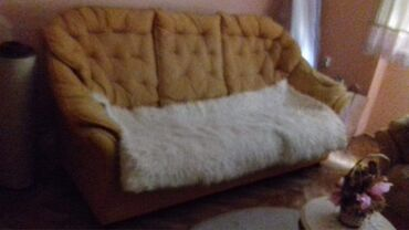 Na prodaju garnitura- trosed,dvosed i fotelja. Polovno,u dobrom