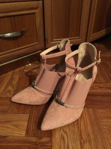 учительница начальных классов в Кыргызстан: Срочно продаю!!!Такой классный розовый каблук 37 размер, новые, очень