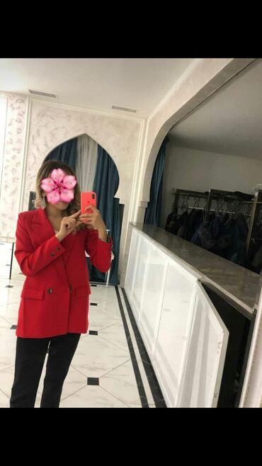 Женский пиджак, новый . Один раз только носила так как яркий элемент