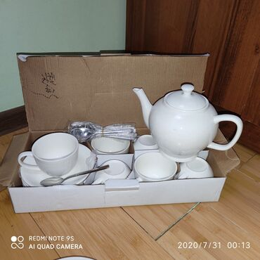 Посуда - Кыргызстан: Новый Набор посуды чайник 1литр,чашки с блюдцами и чайные ложки по 6шт