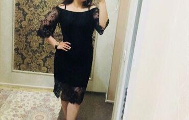 Элегантное платье с открытыми плечами