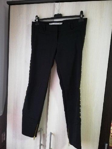 Pantalone zlatne - Srbija: Crne pantalone marke IMPERIAL. Sa zlatnim nitnicama sa strane. Nošene