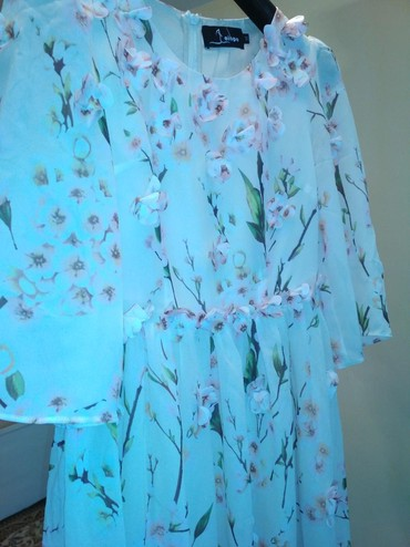 длинное белое платье в Кыргызстан: Красивое платье! размер М. длина по колено. 500 с