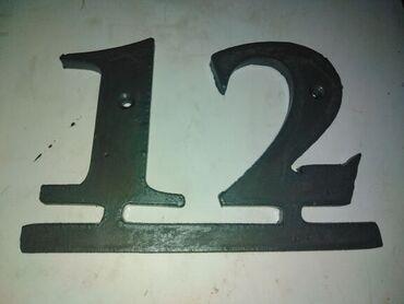 Kućni metalni broj, izradjen od lima debljine 8 mmsac dve rupe za