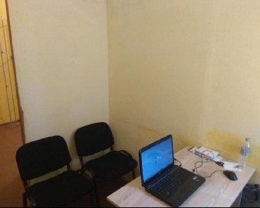 снять офис в центре без посредников в Кыргызстан: Сдаю офис для 1-2 человека. центр, первая линия, отопление, свет