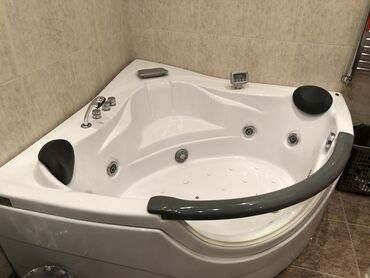 ванна из стекловолокна в Азербайджан: Jakuzi ishlek veziyyetdedi . sadece yer tutduguna gore satilir