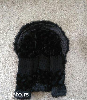 Krzneni kaputi - Novi Sad: Bunda crna od krzna sa detaljima kao džemper na rukavima i struku