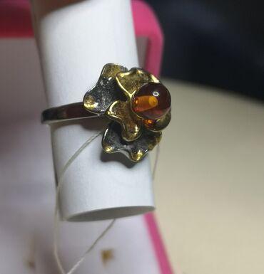 Серебряную колечку и сережку - Кыргызстан: Продаю кольцо серебряное, с золотым напылением. Вставка янтарь обработ