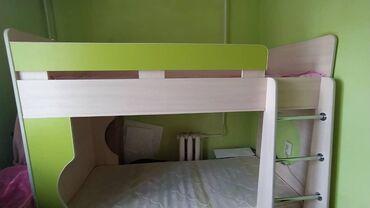 Кровать двухъярусная подростковая,в отличном состоянии.с матрасами