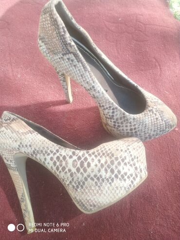 Бу туфли и босоножки размер 37