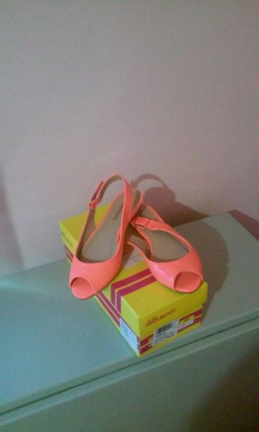 Nove,prelepe sandale,broj 37,duzina gazista 23,5 cm,lakovana vestacka - Vrnjacka Banja