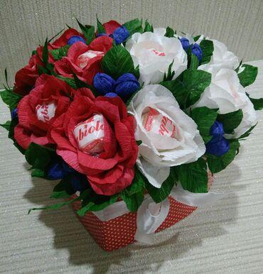 Букет из роз с конфетами Fabiola (11штук) в форме сердца. Высота 30