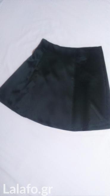 Σατέν φούστα. νό 1... Small. καταπληκτικό ύφασμα. με φερμουάρ στο πλάι σε Rest Of Piraeus
