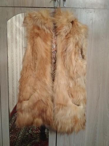 жилет лиса в Кыргызстан: Женская меховая Жилетка натуральная лиса. Состояние меха отличное
