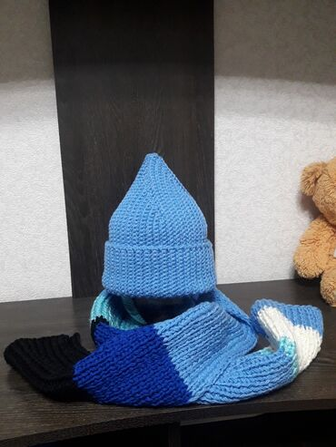 шапочки для плавания бишкек in Кыргызстан | ДРУГОЕ ДЛЯ СПОРТА И ОТДЫХА: Продаю новый комплект - мягкие и теплые шапочка и шарф. Классическое