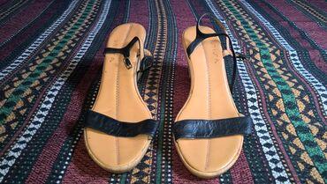 Zenske sandale 39 broj -duzina gazista je 25 cm.- bez ostecenja