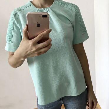 Блузка Zara в идеальном состоянии. Свободный крой, нежный цвет. Размер