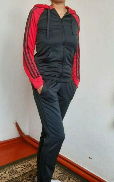Спорт и хобби - Орловка: Спортивный костюм Adidas в отличном состоянии. Покупала за 8600 в