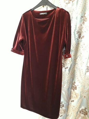 платья из велюра в Кыргызстан: Праздничное платье. Ткань: велюр  Производство: Турция. Размер 42