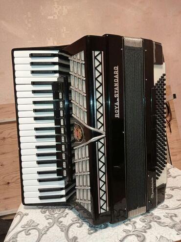 Аккордеоны - Бишкек: Германиянын аккордеону Роял стандарт.Абалы отлично.Россиядан келген