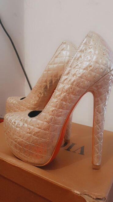 Продаю туфли 36-размера, новая очень удобная длина каблука 15см,ни