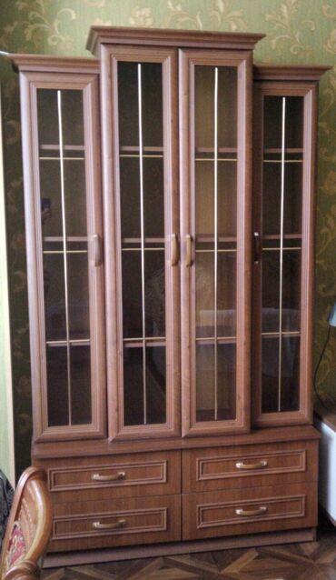 Polşa istehsalı servant vitrin.4 siyirməli,4 bölməli.Şüşələrində