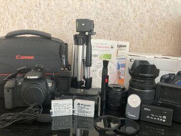 fotoaparat aksesuarlari - Azərbaycan: Canon 700D aksessuarlar ile birlikde satilir.Shutter sayi 25 minDeste