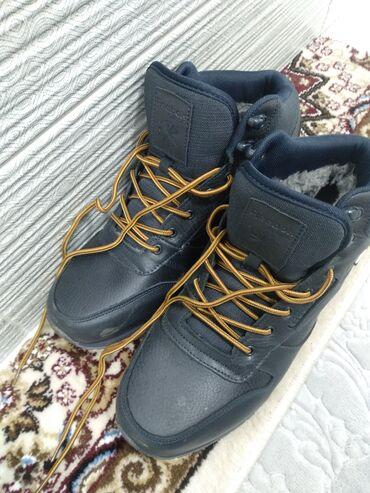 reebok classic leather в Кыргызстан: Продаю мужские - зимние ботинки. 45 размер. В хорошем состоянии