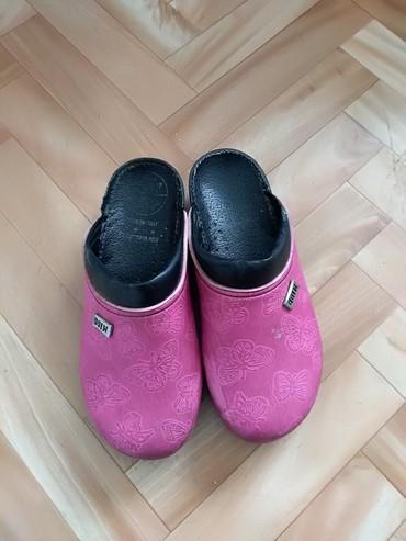 Dečija odeća i obuća - Knjazevac: Klompe za devojcie polovne bez ostecenja velicina 35
