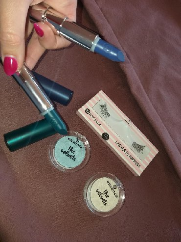 Amazon cosmetics - Srbija: Vamp look! Dva ruža zeleni i plavi, trepavice i dve senke NOVO