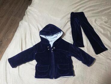 Teget jakna za prelazni period, velicina 80. Sa šalom