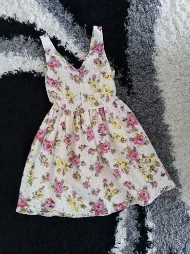 587 oglasa: Potpuno nova haljina, sa etiketom, vel S