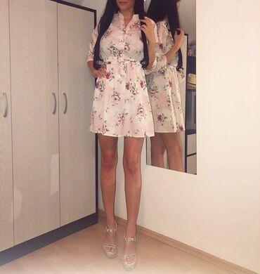 Letnja haljinica nosena samo jednom  Haljinica sadrzi likru i prelepo