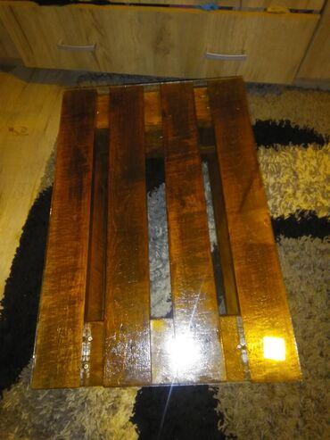 Nameštaj - Sopot: Stocic od paleta,sa staklenom povrsinom i tockicima. Boja