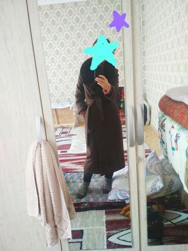 Пальто 44 размер М покупалось дорого носила один сезон . Смотрится кра