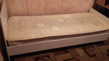 Кровать односпальная, белая с матрасом, б/у в Бишкек