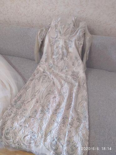 детские платья со шлейфом в Кыргызстан: Срочно 5000 Продаю есть еще сверху юбка из Фатина как шлейф и детское