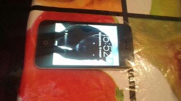 Продаю iPhone 4s память 16g состояние в Джалал-Абад