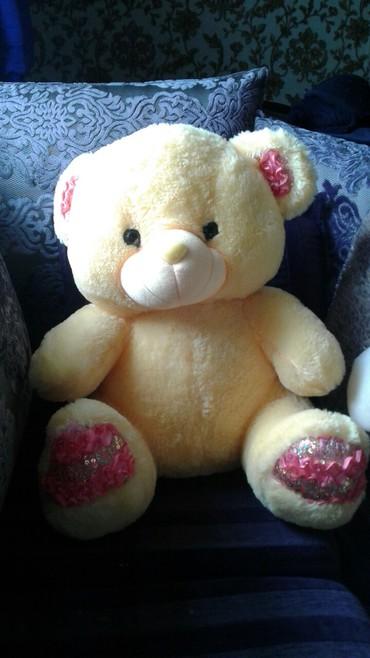шкуры медведя в Кыргызстан: Продаю мягкую игрушку медведя. цена 500 сом. цена окончательная