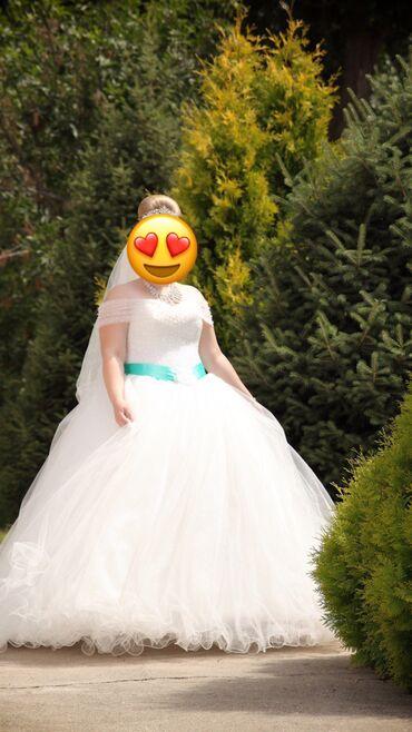Продаётся счастливое свадебное платье.Рост 155-165Размер регулируется