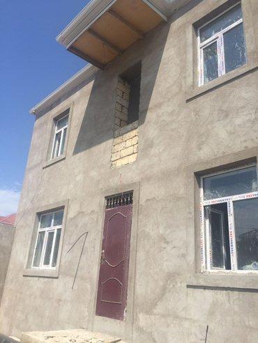 Bakı şəhərində Masazirda girisde marsrut yolunun yaxinliqinda dayanacaqa piyada 3-5