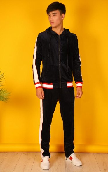 Спортивные костюмы - Кыргызстан: Новый спортивный костюмКупили не давноЭтикетки не сняты Ошиблись с