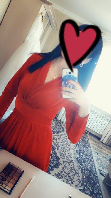 Продаю отличное платье красного цвета. Материал не тонкий