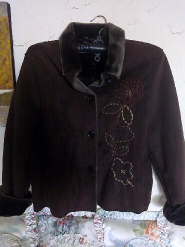 Zenski stofani vuneni mantic tsmno braon - Srbija: Nova zenska braon jakna. imitacija prevrnute koze. postavljena