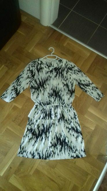 Prelepa lagana haljina koja moze da se nosi i zimi i leti.Velicina - Smederevo