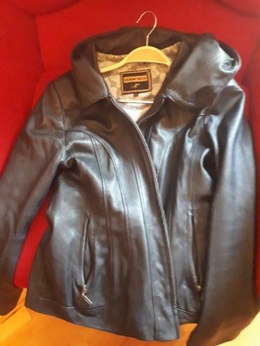 женские ветровки с капюшоном в Азербайджан: Коженная куртка,почти новая с капюшономразмер 40 цена 50 ман